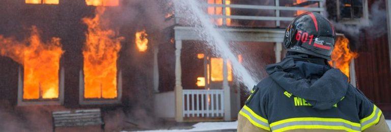 Czy warto ubezpieczyć nieruchomość od ognia?