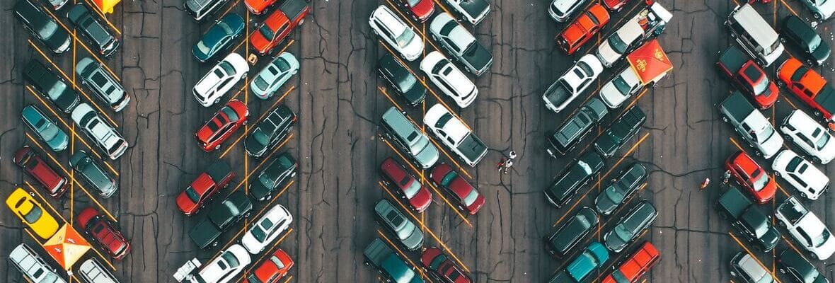 Jak wiek i marka samochodu wpływają na wysokość składki OC?
