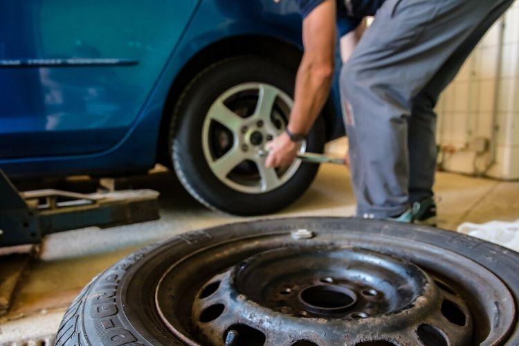 Przegląd rejestracyjny auta – czym się różni od przeglądu okresowego? Ile kosztuje i co sprawdza?