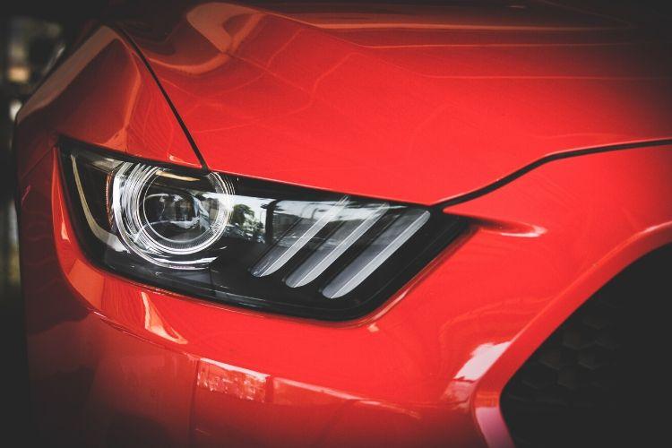 Czym się różnią światła mijania od świateł dziennych i drogowych?